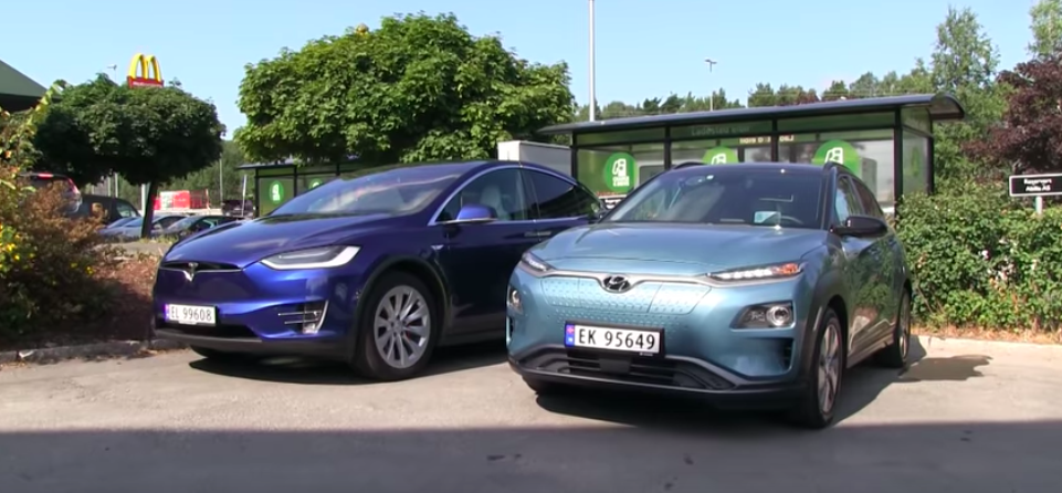 Hyundai Kona Electric Races Tesla Model X For 600 Miles (965 km)